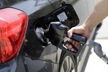 Benzina si motorina se vor scumpi cu 50 de bani / litru